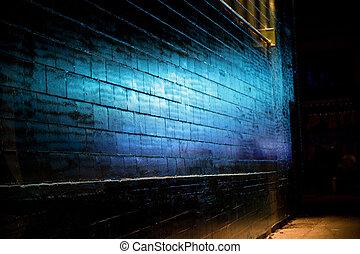 青いライト, 上に映しなさい, れんがの壁