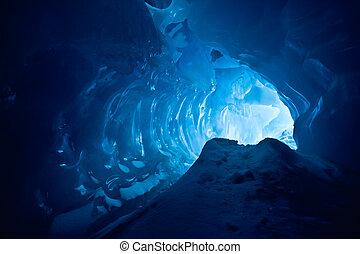 青い氷, 洞穴