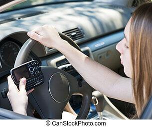 青少年女孩, texting, 以及, 開車