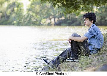 青少年男孩子, 坐, 所作, 湖