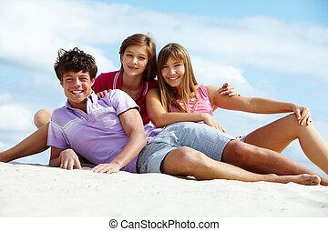 青少年, 在海灘上