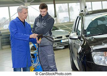 青少年, 在, 專業人員, 訓練, 由于, 車庫, 所有者