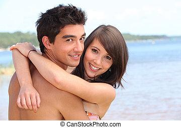 青少年, 擁抱, 在海灘上