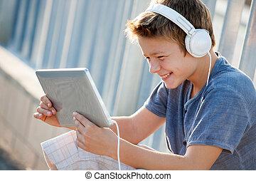 青少年, 漂亮, headphones, tablet., 男孩