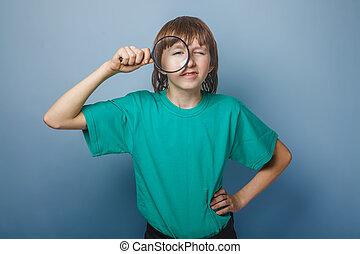 青少年, 男孩, 布朗, 歐洲, 出現, 在, a, 綠色的襯衫, 看