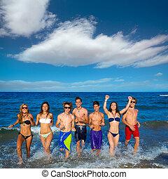 青少年, 組, 跑, 愉快, 飛濺, 在海灘上