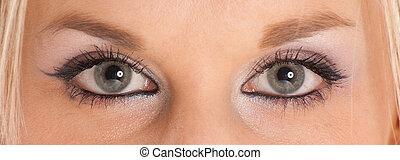 青緑色, 目