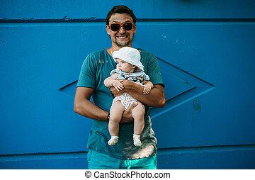 青, お父さん, 概念, 教育, family., 手掛かり, 父, 若い, 隔離された, arms., バックグラウンド。, 彼の, 赤ん坊, 子供, 味方, 幼年時代, 幸せ