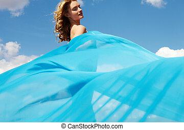 青, ひだのある布