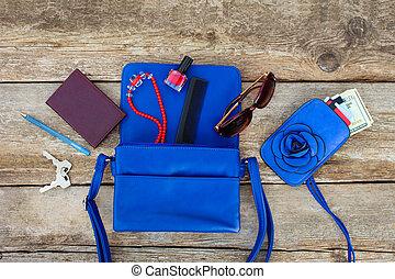 青, もの, 上, 女性, 付属品, 女性, 化粧品, purse., お金, ビュー。, handbag., 開いた, 落ちた, から