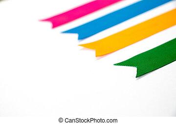 青, カラフルなオレンジ, 黄色, (pink, 背景, 白, green), リボン