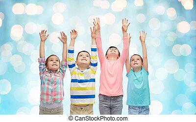 青, 上げられた, 上に, ライト, 手, 子供, 幸せ