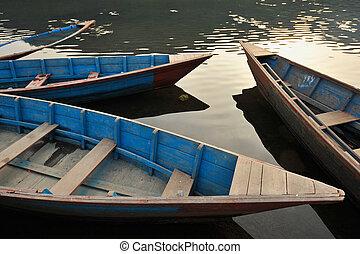 青, 古い, 木製である, 表面, water., ビーズ, ボート