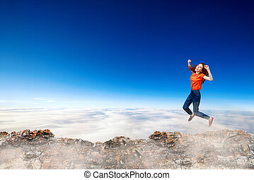 青, 女, ジャンプする, 空, バックグラウンド。, redhead, 上に, 崖