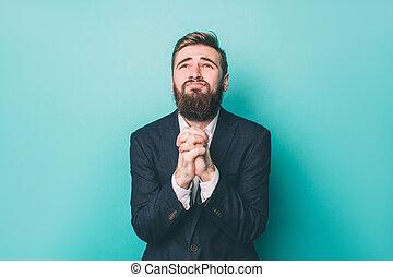 。, 青, 彼の, 広告, 施しを請う, 隔離された, 一緒に, 見る, バックグラウンド。, 奇妙, god., 手を持つ, 人, スイート, 祈ること, 彼