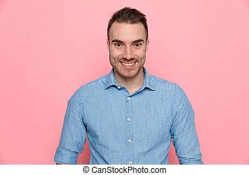 青, 微笑の人, 身に着けていること, ワイシャツ, 偶然, 幸せ
