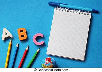 青, 手紙, スペース, アルファベット, 英語, text., 外国である, abc-the, ノート, バックグラウンド。, 学びなさい, pen., languages., 空, 最初に