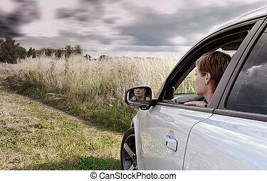 青, 暗い, 女, 芸術, 運転, 自然の色, 自動車, 空, 見る, バックグラウンド。, 肖像画