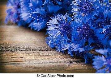 青, 木製である, 上に, 背景, 野生,  cornflowers, 花