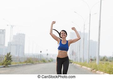 青, 終わり, 角度, 運動選手, 空, 若い, に対して, 低い, 女性, 交差, 線, ゆとり, 光景