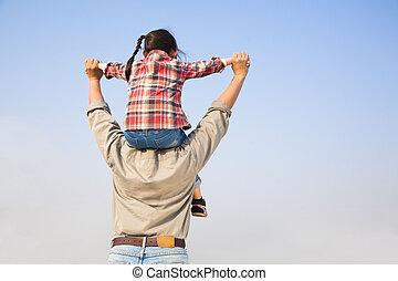 青, 肩, 彼の, 娘, 父, backgrou, 空, 届く