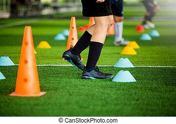 青, 訓練, コーン, フットボール, 黄色, ジョッギング, 緑, 人工, チーム, マーカー, 泥炭, サッカー, ∥間に∥, 子供