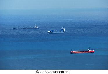 青, 貨物船, 海