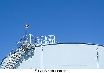 青, 貯蔵タンク