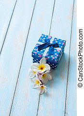 青, 贈り物の箱, ∥で∥, flower.