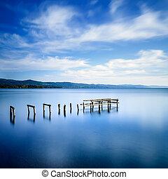 青, exposure., 木製である, 突堤, 長い間, lake., 残物, 桟橋, ∥あるいは∥