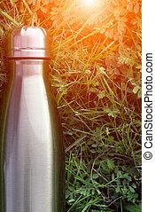青, thermos, flask., 背景, アルミニウム, mockup, effect., ステンレス食器, 草, 隔離された, 日光, color., 水, 緑, グロッシー, タンブラー, 真空, thermo, びん