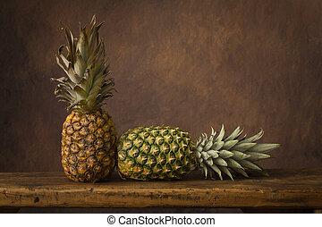 静かな 生命, パイナップル