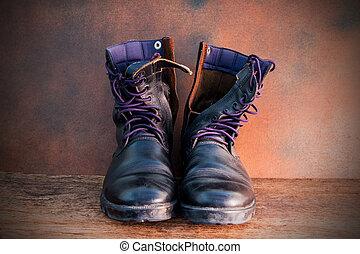 静かな 生命, 半長靴
