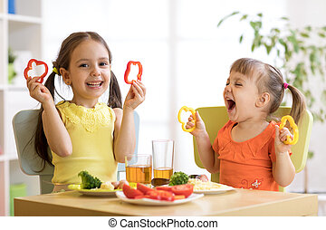 面白い, 子供たちが食べる, 健康, 女の子, 食品。, 昼食, kindergarten., 子供, 家, ∥あるいは∥