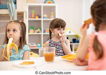 面白い, 子供たちが食べる, 託児, 健康, 子供, 食品。, 昼食, kindergarten., ∥あるいは∥