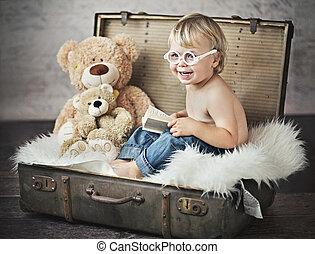 面白い, 小さい 男の子, スーツケース, 映像