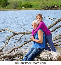 面白い, 自然, 孫娘, 抱き合う, 祖父, 朗らかである