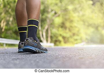靴, wellness, 公園, の上, 道のランナー, 人, フォーカス, 試し, フィート, 終わり, 柔らかい