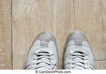 鞋子, 在地板上