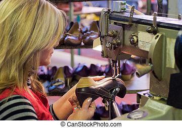 鞋類, 製造