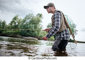 鞭笞, one., 一, 釣魚, water., 站立, 握住, 也, 其他, 漁夫, 网, 有, 樹, 手, 水, 勺, action., 成人, 他, 飛, back., 邊緣, 綠色