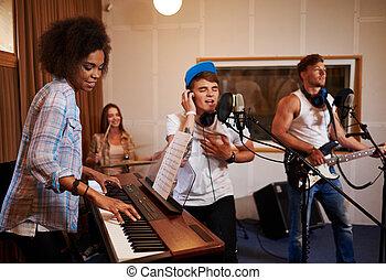 音楽バンド, 多人種である, 実行, スタジオ, 録音