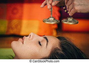 音, チベット人, 療法, 鐘