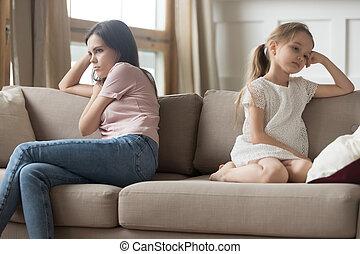 頑固, モデル, ソファー, 離れて, 子供, 回された, 母, 女の子