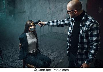 頭, 投げ, 銃, victim's, kidnapper, マニア, 彼の