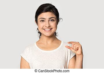 頭, 肖像画, わずかしか, ジェスチャー, 提示, indian, 打撃, 大きさ, 微笑の女の子