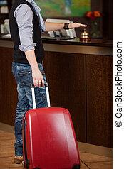 顧客, ∥で∥, 手荷物, 鳴り響くベル, ∥において∥, 受信のカウンター