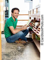 顧客, 保有物の ペーパー, 間, 床の上に座る, 中に, 店