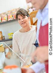 顧客, 店, 食物, ある, 女性, サービスされた