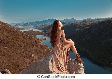 風景。, 黑發淺黑膚色女子, 山脊, 遊人, 觀點, 山, rijeka, 國家, montenegro., 湖, ...